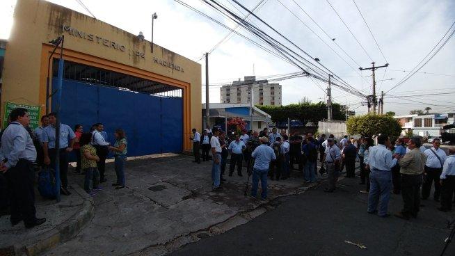 Sindicalistas del Ministerio de Hacienda exigen seguridad laboral