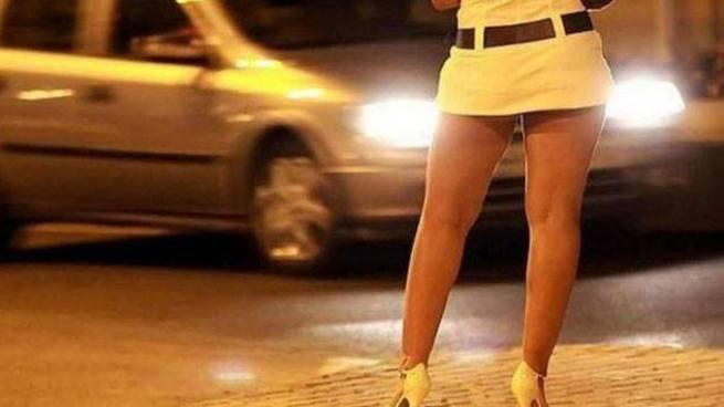 Travestis robaron $1,500 dólares a joven que quedó varado con su auto en San Salvador