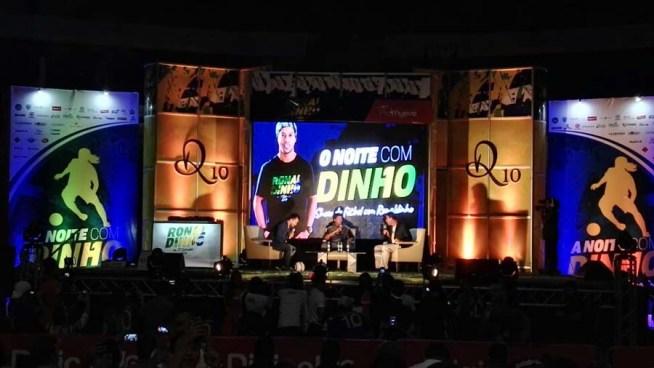 Salvadoreños compartieron una noche con Ronaldinho en el Palacio de los Deportes