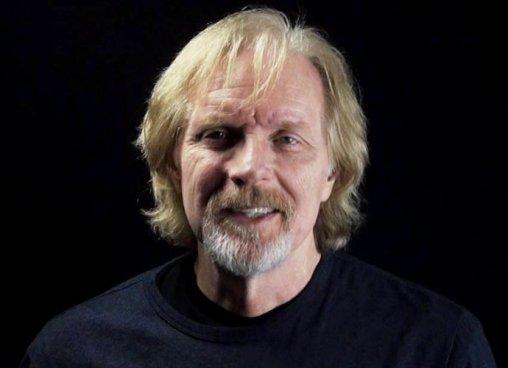 "Fallece Randy Schell la ""Voz"" oficial de 'The Walking Dead' tras un salto de paracaídas"