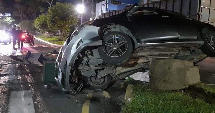 Conductor ebrio provoca aparatoso accidente en Bulevar Constitución