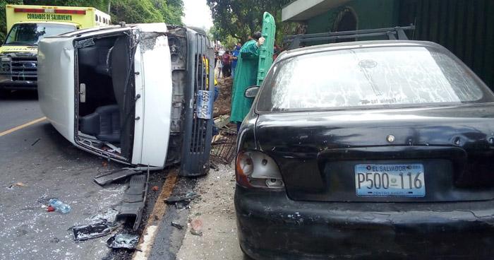 Tres lesionados tras fuerte choque en carretera a Panchimalco