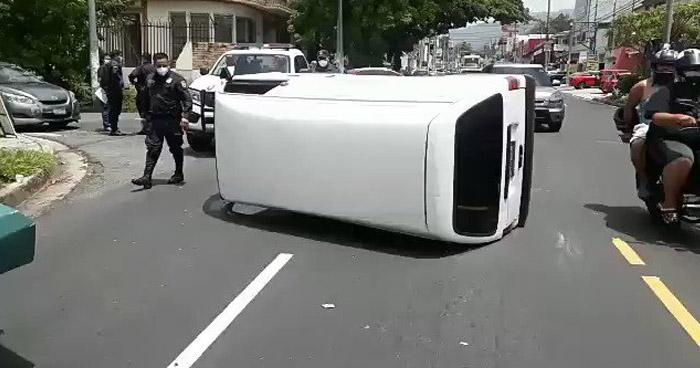 Un lesionado tras choque en 29 Calle Poniente de San Salvador