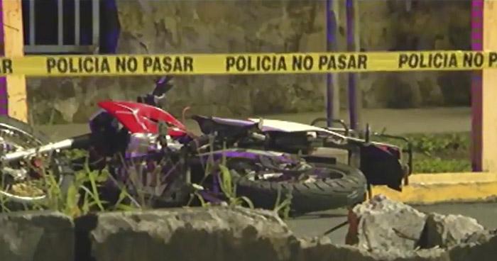 Motociclista pierde la vida al accidentarse en 29 calle poniente, San Salvador