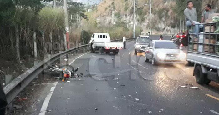 Motociclista lesionado tras chocar con otro vehículo en calle Agua Caliente de Soyapango