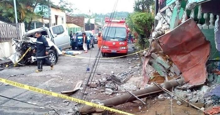 Conductor ebrio choca contra un poste, daña una vivienda y mata a su copiloto, en Ahuachapán