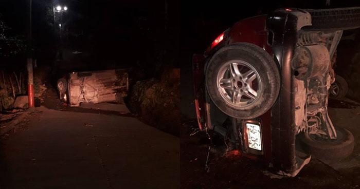 Conductor vuelca su vehículo tras atropellar a una persona en Chalatenango