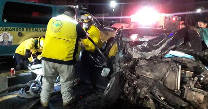 Conductora ebria provoca grave accidente y deja un lesionado