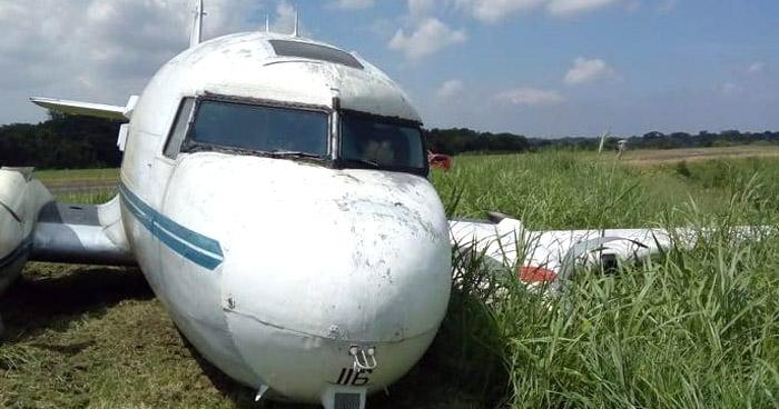 Avión C-47 de la Fuerza Área se accidenta cuando aterrizaba en aeropuerto de Ilopango