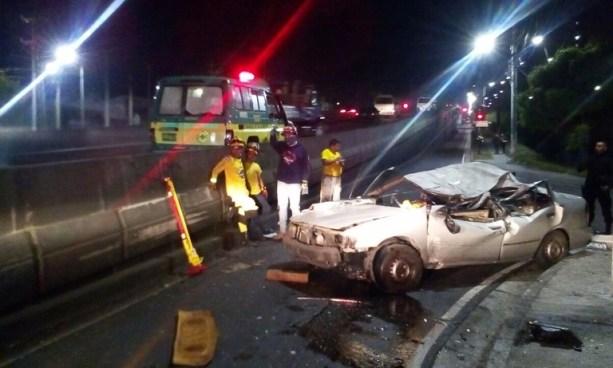 Un muerto y un lesionado deja aparatoso accidente de tránsito sobre el bulevar del Ejército