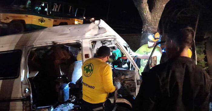 Un fallecido y otro lesionado tras aparatoso accidente en carretera a Santa Ana