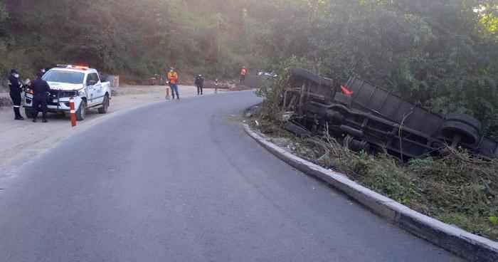 Dos fallecidos y un lesionado tras fuerte accidente en San Vicente