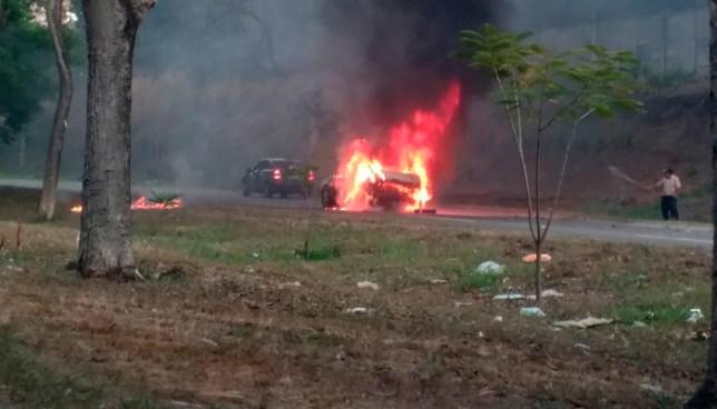 Vehículo se incendia en carretera de Santa Ana y provoca un fuerte tráfico hacia San Salvador
