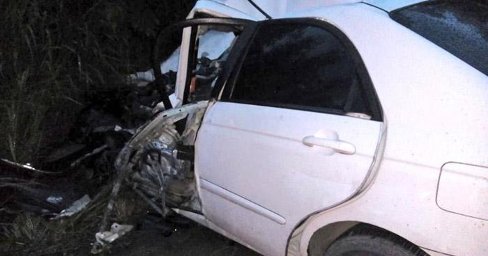 Joven que conducía en sentido contrario muere tras chocar con una rastra