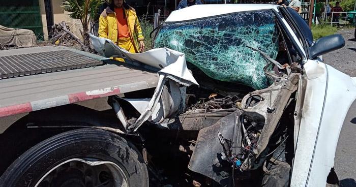 Joven muere tras chocar contra rastra en carretera de Sonsonate