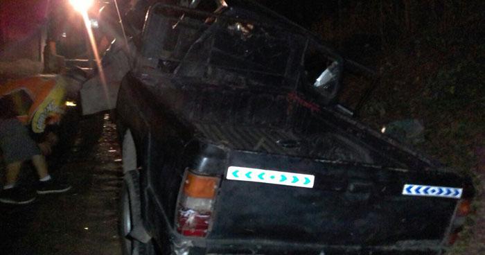 Un muerto y tres lesionados dejó vuelco de un pick up en carretera de Sonsonate