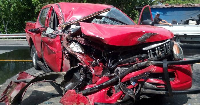 Grave accidente de tránsito deja a tres agentes de la PNC gravemente lesionados