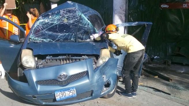 Mujer muere esta mañana en accidente de tránsito en Autopista a Comalapa