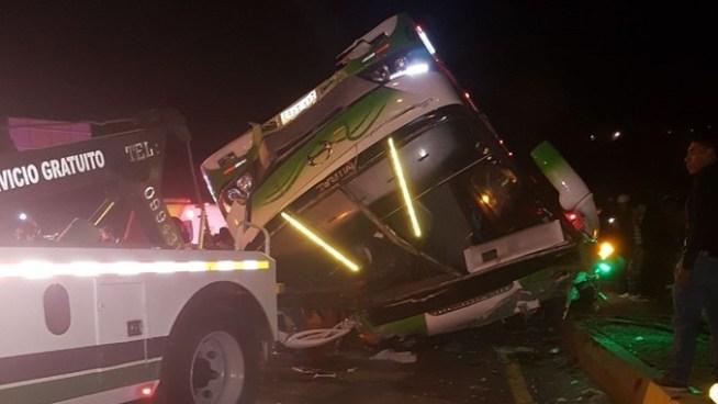 Al menos 13 personas muertas y 28 heridas tras accidente de bus en Ecuador