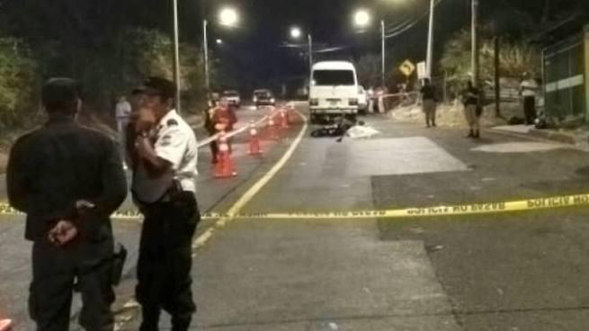 Joven muere tras caer de cabeza de un bus en los Planes de Renderos