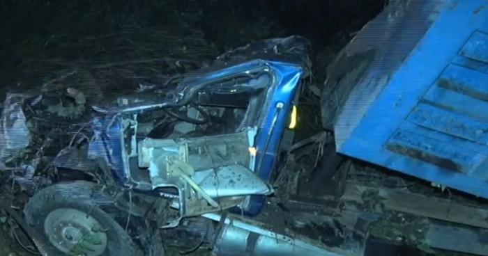 Hombre lesionado tras precipitarse en su camión a un barranco en redondel Integración