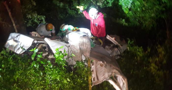 Dos muertos y tres lesionados dejó aparatoso choque en carretera a San Pablo Tacachico