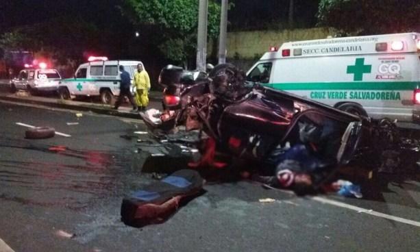 Al menos 2 muertos y cuatro heridos tras fatal accidente cerca del mercado La Tiendona