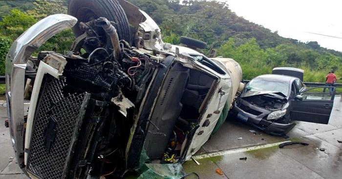 Grave accidente de tránsito subiendo carretera Los Chorros provoca caos vehícular