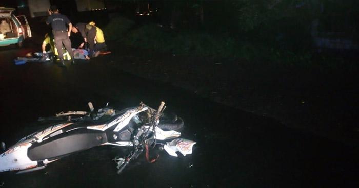 Motociclista ebrio queda lesionado, luego de ser impactado por una rastra en carretera hacia San Juan Opico