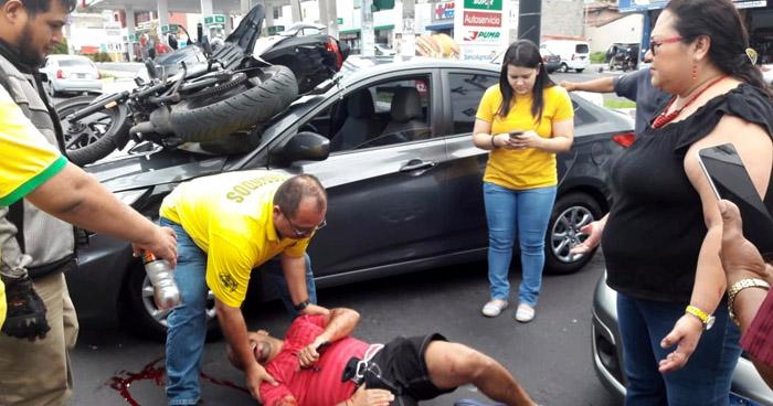 Motociclista gravemente lesionado tras ser embestido por un vehículo en el Paseo General Escalón