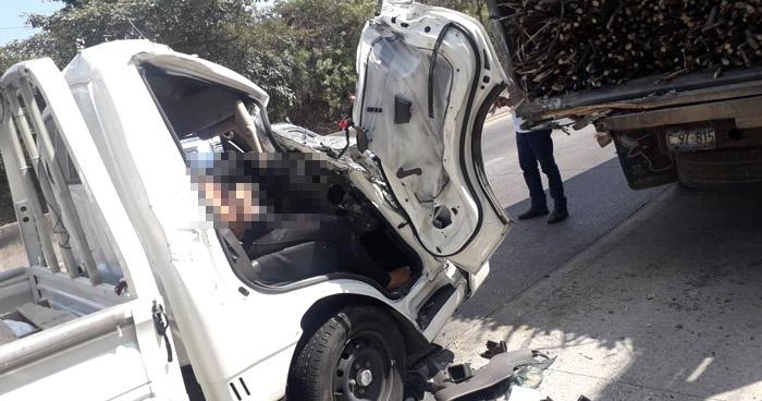 Personas atrapadas tras fuerte choque en carretera de Quezaltepeque