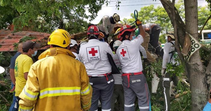 Dos fallecidos tras aparatoso accidente cerca del redondel Integración