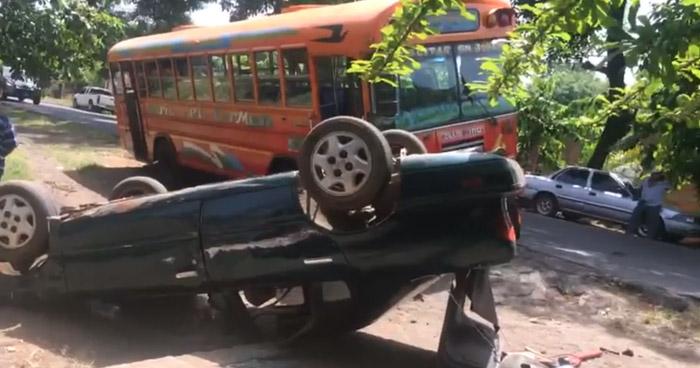 Dos lesionados tras accidente de tránsito en carretera hacia San Rafael Oriente, San Miguel