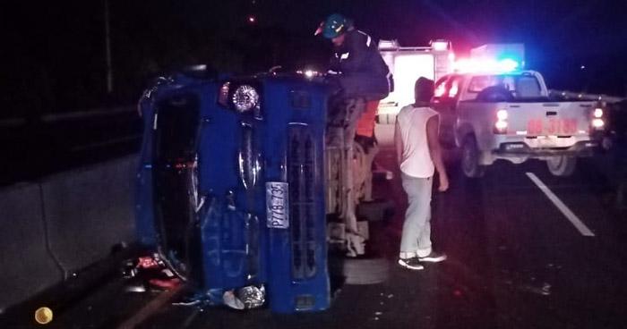 Niño murió y 8 personas resultaron lesionadas tras un accidente en Santiago Nonualco, La Paz