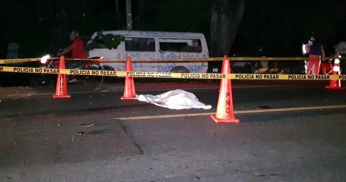 Muere motociclista al impactar contra un camión en carretera Troncal del Norte