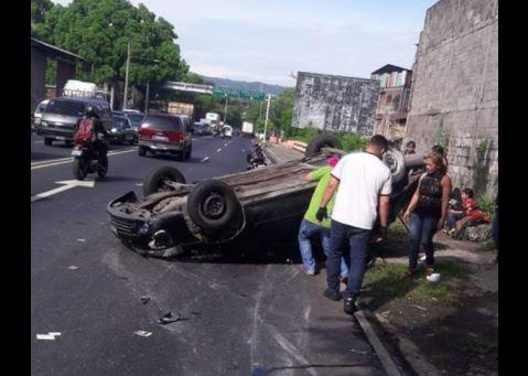 Cuádruple accidente de tránsito sobre el boulevard Venezuela