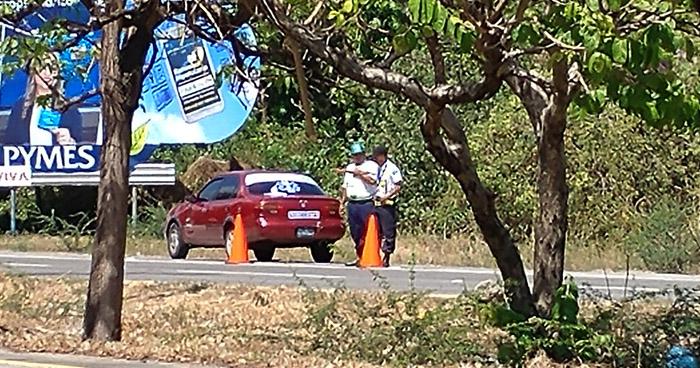 Denunciaban que aparentaban ser policías para detener vehículos y pedir dinero