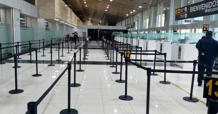 Tras fallo de la Sala, Gobierno advierte que cerrará el aeropuerto si casos de COVID-19 aumentan
