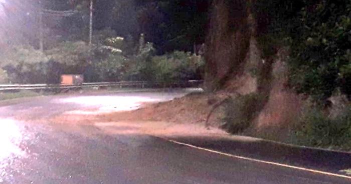 Restringen paso vehicular en calle Agua Caliente en Soyapango