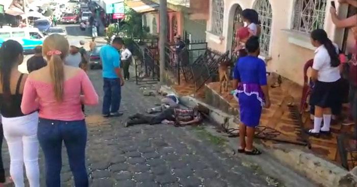 Dos ancianos fueron atropellados por un vehículo sin frenos en Barrio de Usulután