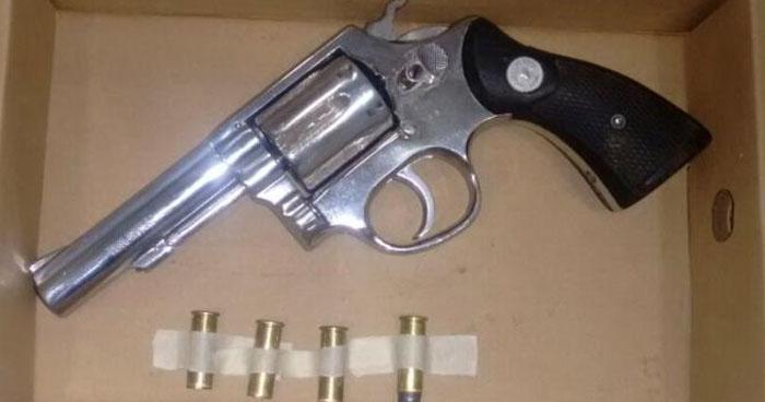 Incautan 5 armas de fuego a tres sujetos capturados en La Unión y Cuscatlán
