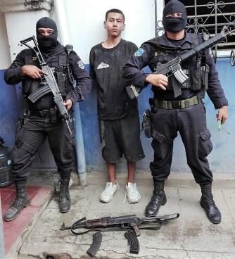 Dos pandilleros capturados con armas y municiones en Ilopango y Usulután