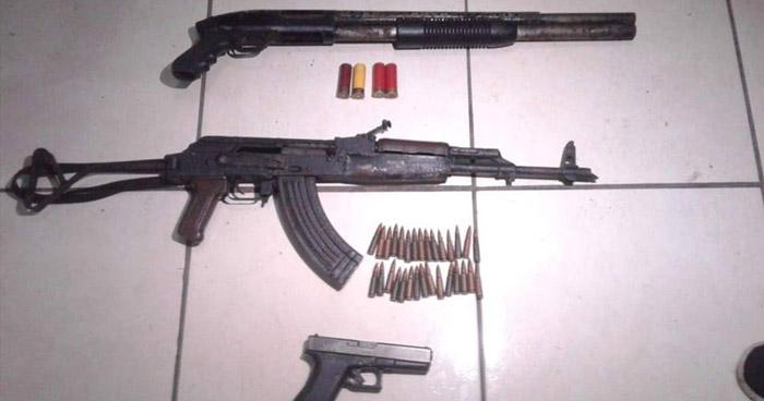 Detienen a pandillero cuando transportaba armas de guerra en Colón, La Libertad
