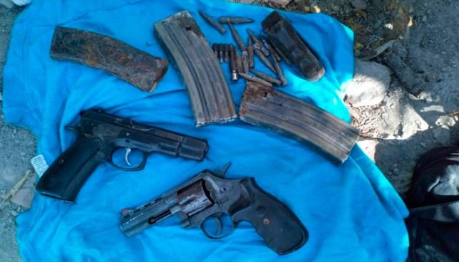 Encuentran armas enterradas en riveras del río Acelhuate en San Salvador
