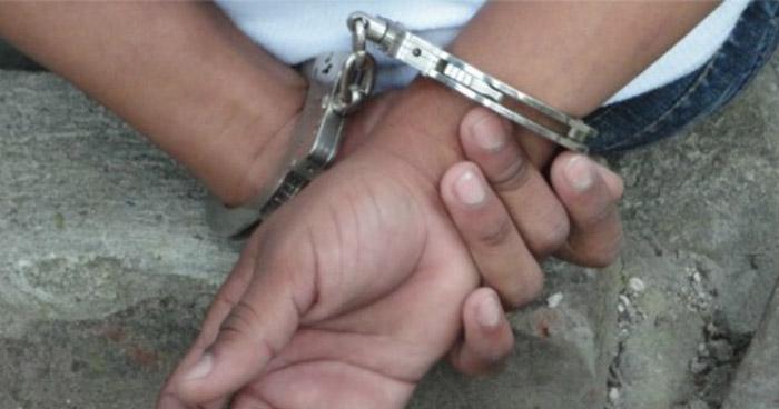 Capturan a taxista tras encontrarle una porción de cocaína