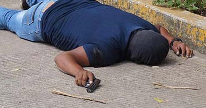 Sujeto que asaltaba con un arma de juguete en San Salvador, fue baleado por una de sus víctimas