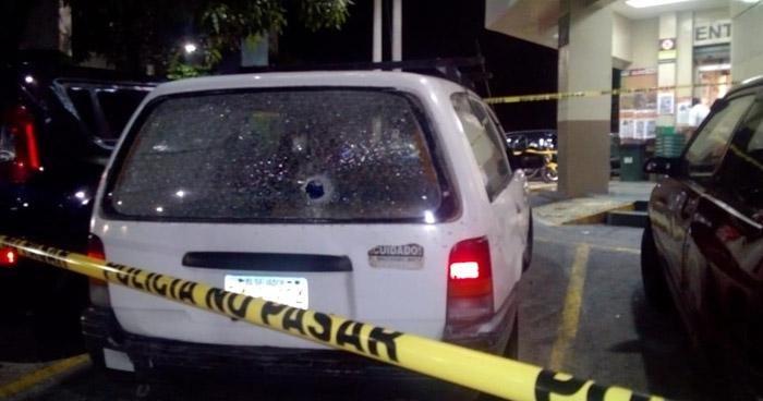 Intento de robo a mano armada deja 2 lesionados de bala en San Salvador