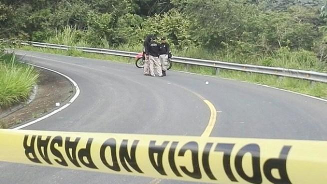 Pandilleros asaltaban bus de la R-169 y lesionan a madre de policía mientras se conducían en una motocicleta