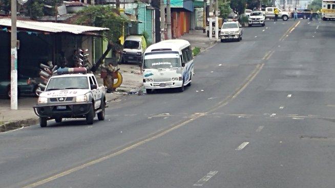 Pasajero repele asalto en microbús ruta 6A en Mejicanos dejando varios lesionados