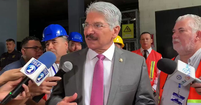 Norman Quijano suspende labores en Asamblea Legislativa por sismo de 6.8